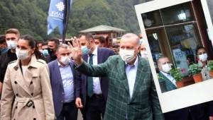 Cumhurbaşkanı Erdoğan ve Çiğdem Karaaslan Rize'de İncelemelerde Bulundu.