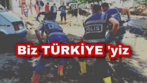 Giresun'da Polisler Küreklerle Vatandaşın Yardımına Koştu.