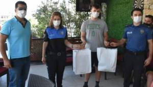 Biriktirdiği Parası Çalınan Gence Polislerden Hediye