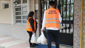 Atakum Belediyesi 10 günde karantinadaki 530 haneye ulaşıp 1529 kişiye yemek dağıttı