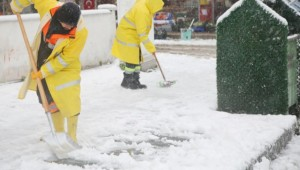 Atakum Belediyesi, tüm ekipleriyle karla mücadelede