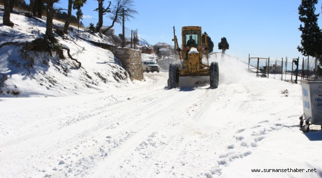 Buzlanma olan yollar tuzlanıyor