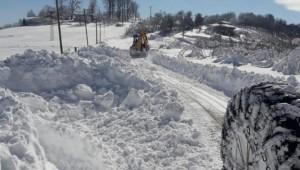 Tekkeköy Belediyesinden Karla Mücadelede Yoğun Mesai