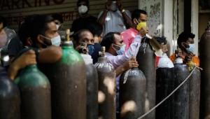 Hindistan'da Tıbbi Oksijen ve Aşı Sıkıntısı Devem Ediyor