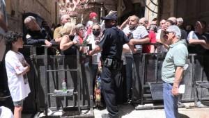 'kutsal ateş' ayinine katılmak isteyen Hristiyanları İsrail Polisi engelledi