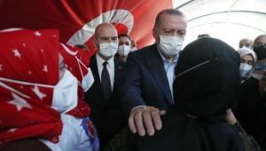 Cumhurbaşkanı Erdoğan ve Süleyman Soylu Diyarbakır Anneleri İle Bir Araya Geldi