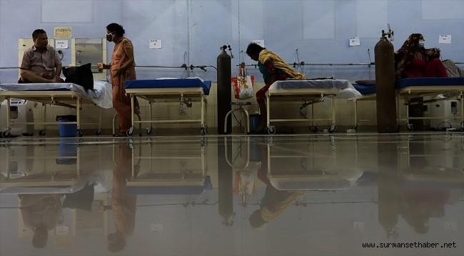 Hindistan'da Kovid-19 salgınında hasta sayısındaki düşüş sürüyor