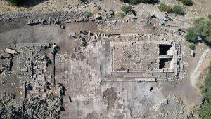Aigai Antik Kenti'nde Athena Tapınağı'nın silüeti ortaya çıktı